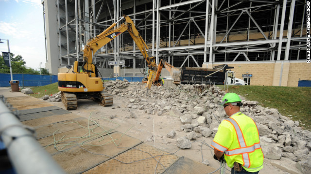 Final tributes, Paterno statue removed
