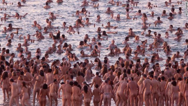 """Los desnudos de Spencer Tunick, un arte de """"otro planeta"""""""