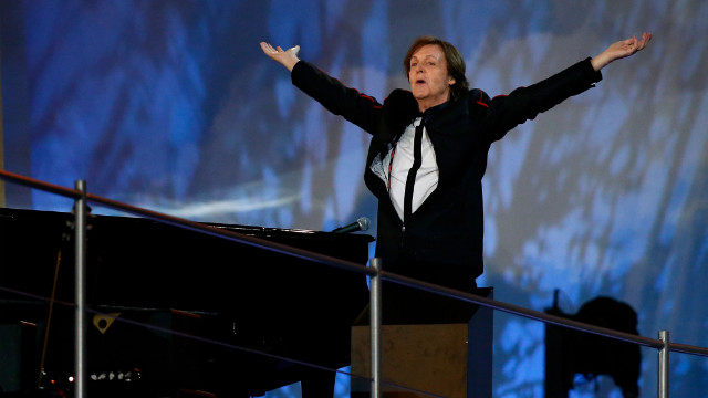 Paul McCartney closes the opening ceremony of the London 2012 Olympic Games with a well-received rendition of &quot;Hey Jude&quot;.