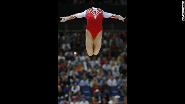 Headless, legless gymnast impresses crowd.