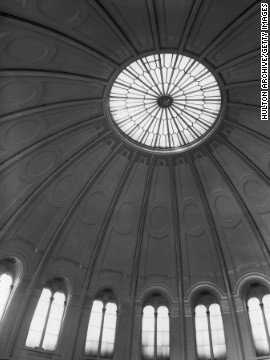 """Hitchcock frequently used instantly recognizable London landmarks as the backdrops to some of his most famous set-pieces: The British Museum's domed roof is the scene of the climax of 1929's """"Blackmail."""""""