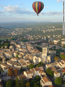 With nine take-off sites, France Montgolfires offers a diversity of ballooning experiences, flying over cities, villages, castles and countryside. 