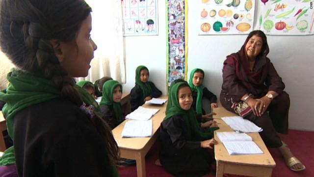 Ataques con ácido y veneno: riesgos de las niñas afganas que van a la escuela