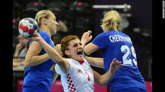 Croatia centerback Miranda Tatari, center, vies with Russian players during the preliminaries in women's handball.
