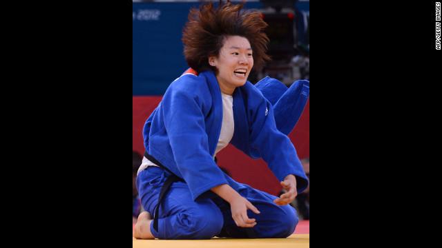 Korea's Hwang Ye-Sul celebrates after defeating Slovenia's Rasa Sraka in women's 70-kilogram judo on Wednesday.
