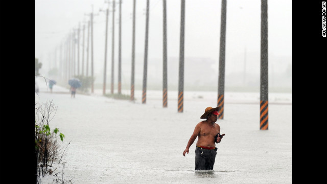 Photos: Typhoon Saola batters the Philippines, Taiwan
