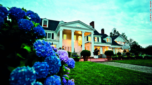 The head gardener at this scenic St. Michaels, Maryland, inn leads a weekly horticultural tour for guests.