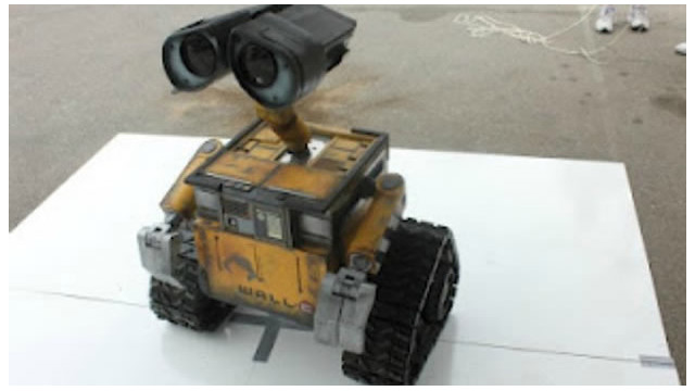 "Un creador de robots realiza una réplica de ""Wall-E"" en tamaño real"