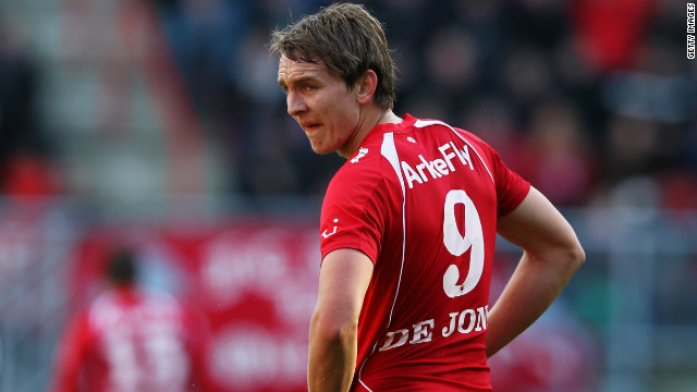 FC Twente to Borussia Monchengladbach<br/><br/>After much interest from all corners of Europe, FC Twente's top-scoring target man Luuk de Jong decided to join Borussia Monchengladbach in an $18. 5 million deal. The 21-year-old, who scored 25 goals in 32 appearances last season, went to Euro 2012 but did not appear for the Netherlands.