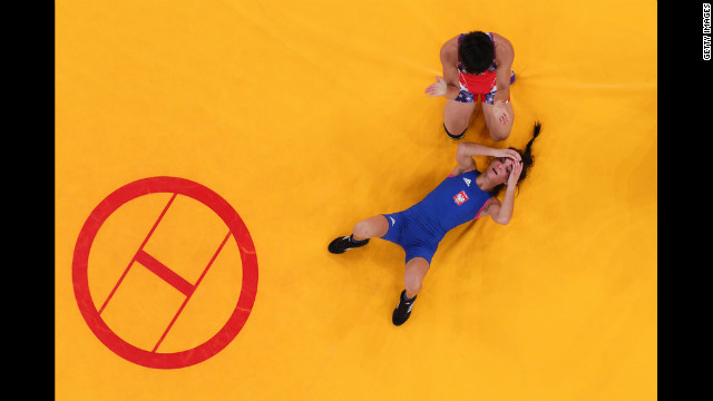 Clarissa Kyoko Mei Ling Chun of the United States, top, faced Iwona Nina Matkowska of Poland in a women's freestyle 48-kilogram match.