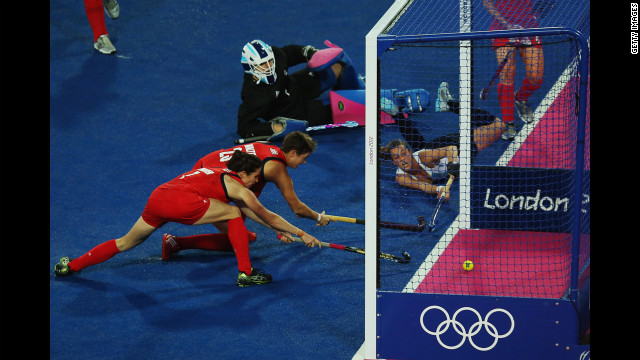 Carla Rebecchi of Argentina stretches out to score during the women's hockey semifinal match against Great Britain.