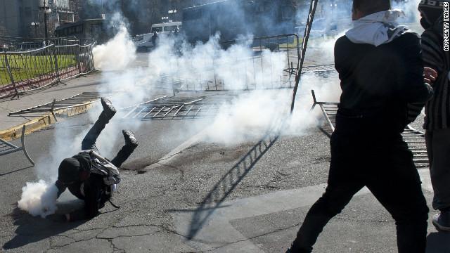 La policía de Chile disuelve por la fuerza una protesta estudiantil