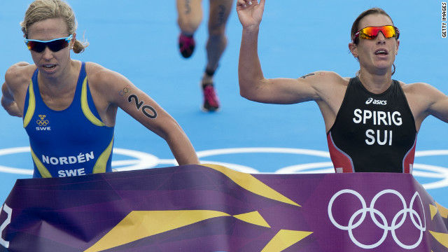 Laura Norden and Nicola Spirig both finished the race with the same time but the Swiss triathlete was awarded the gold.