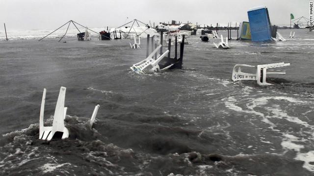Ernesto se debilita a depresión tropical pero provoca lluvias fuertes