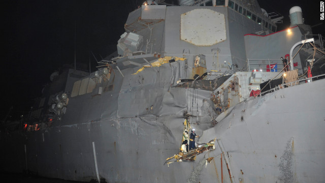 Destructor estadounidense choca con un buque petrolero en el estrecho de Ormuz