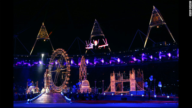 The ceremony featured replicas of several London landmarks, including Tower Bridge and the giant Ferris wheel known as London Eye.