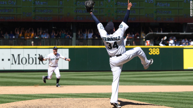 Seattle pitcher throws perfect game