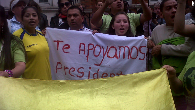 Ecuadorians outside the embassy with a banner that reads