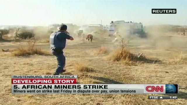 Más de 30 personas mueren en operativo en una mina de Sudáfrica