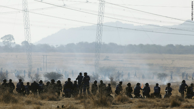 Autoridades acusan a 270 trabajadores del asesinato de mineros en Sudáfrica