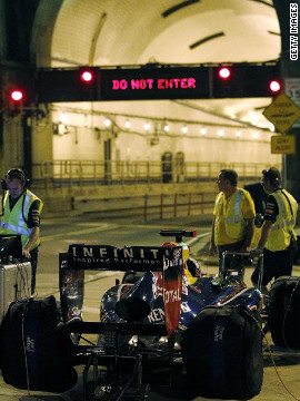 Last-minutes checks were made before the RB7 sped through the Lincoln Tunnel, which connects Weehawken, New Jersey and Manhattan.