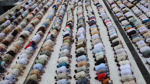 Pakistani Muslims offer Jummat-ul-Vida, last Friday, prayers during the holy month of Ramadan at the Dada Darbar mosque in Lahore, Pakistan.