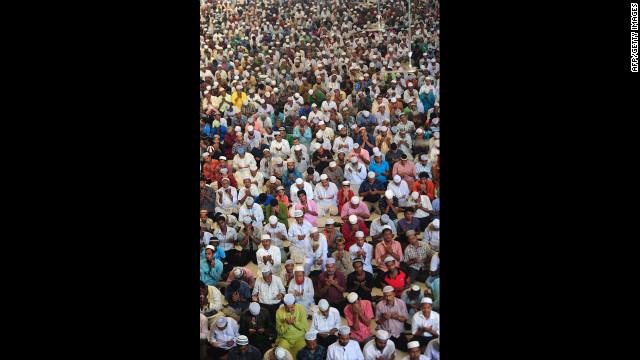 Muslims offer Jummat-Ul-Vida prayers at the National Mosque of Bangladesh, Baitul Mukarram, in Dhaka.