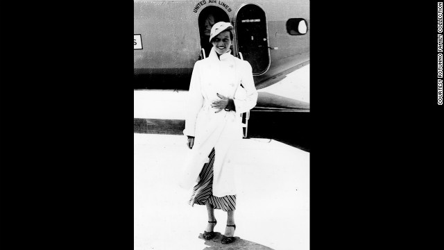 Katharine Hepburn, in a jaunty travel ensemble, grins at Rotunno in front of a United flight in 1933.