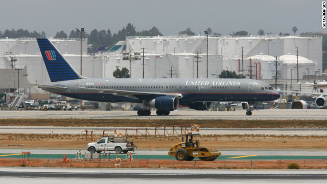 File photo of a United Airlines Boeing 757, like the one that developed engine trouble after takeoff Saturday from Newark.