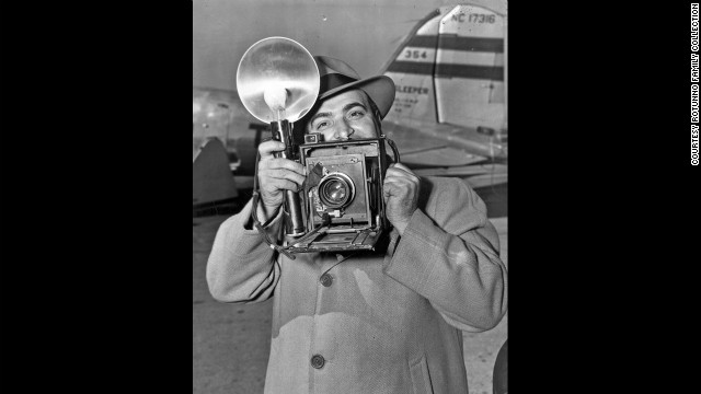 Mike Rotunno with his Speed Graphic camera at Midway Airport.