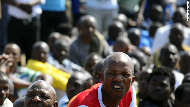 La mina de Sudáfrica reabre días después de la muerte de 34 trabajadores