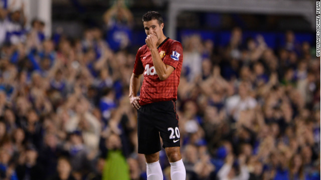 Robin Van Persie makes his debut as Manchester United lose 1-0 to Everton in their opening English Premier League game