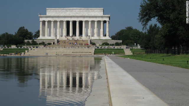Visitors can again see the reflections of Mall landmarks including the Lincoln Memorial and the Washington Monument.