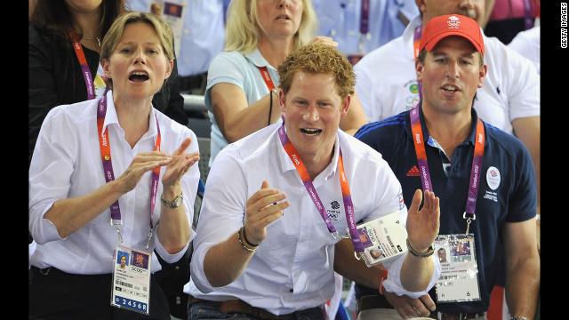 Fotos del príncipe Enrique desnudo generan debate en la prensa británica