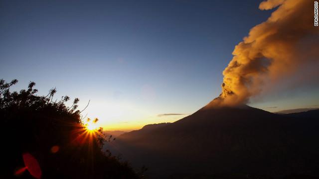 Actividad del volcán Tungurahua mantiene en alerta a las autoridades en Ecuador