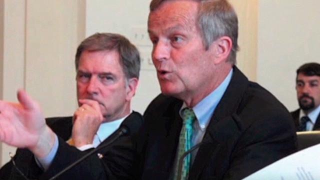 El candidato al Senado de EE.UU. que habló de violación descarta su renuncia