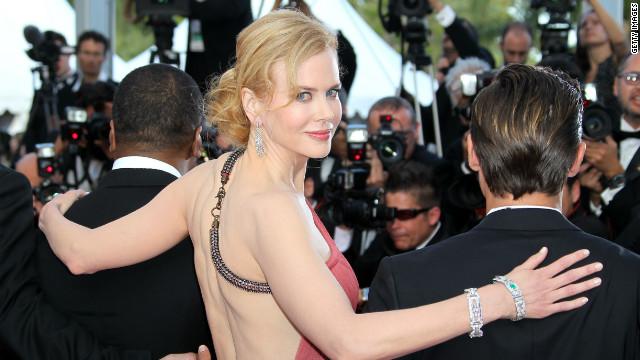 "Una ""sugestiva"" Nicole Kidman cubre la portada de ""V Magazine"""