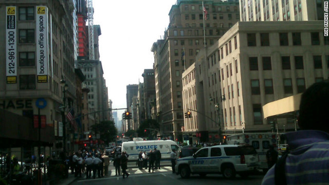 Police kill gunman in shooting outside Empire State Building