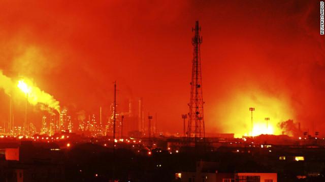 Sube a 41 la cifra de muertos por explosión de refinería en Venezuela
