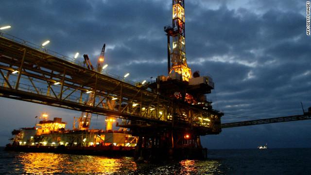 """""""Sandy"""" amenaza el refinamiento de petróleo en el noreste de EE.UU."""