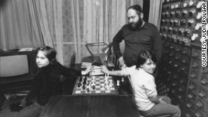 1985: Judit, aged nine (left), plays blind chess against Sofia as Laszlo looks on.