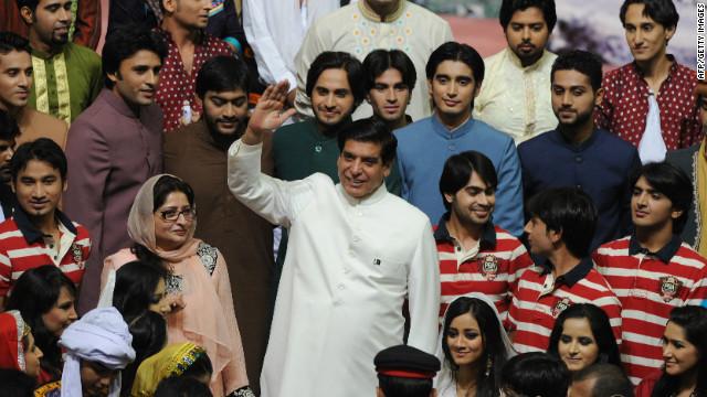 Pakistán ordena la detención del primer ministro por corrupción