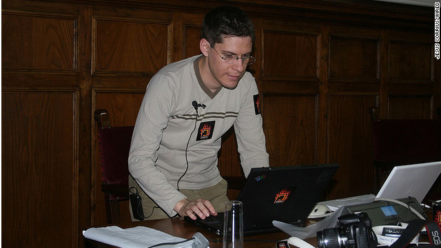 Miguel de Icaza, a central figure in the development of the Linux desktop environment GNOMe, says the open Web is now a greater concern than free software.