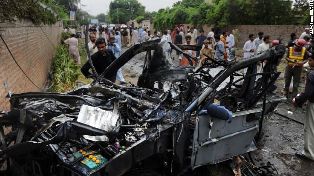Ataque suicida contra vehículo del consulado de EE.UU. en Pakistán