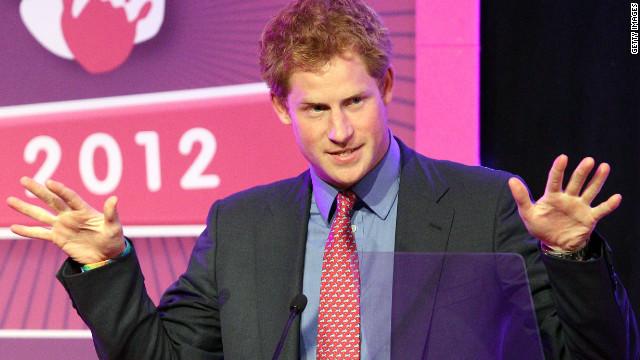 El príncipe Enrique reaparece en evento tras escándalo