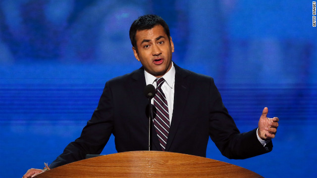 Kal Penn brings #sexyface to the DNC