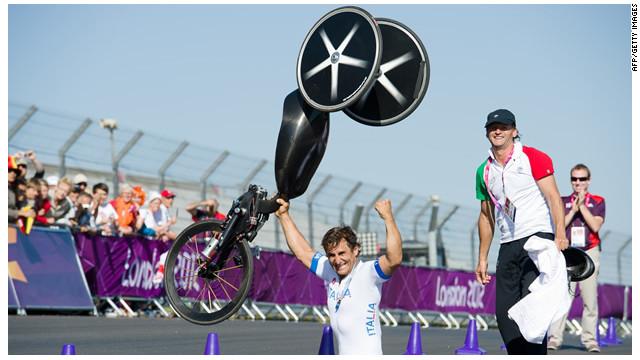 El expiloto de la F1, Alex Zanardi gana oro en ciclismo de los Paralímpicos