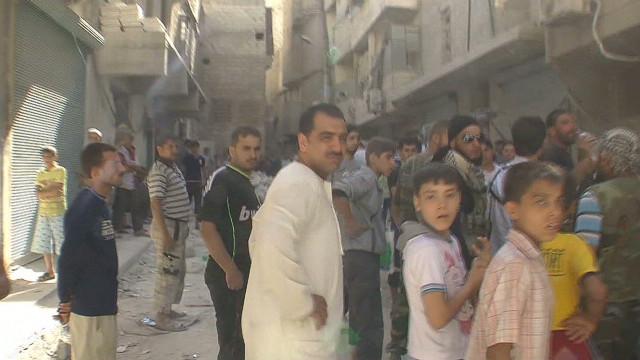 Un niño sobrevive a un ataque en Siria protegido por el cadáver de su madre