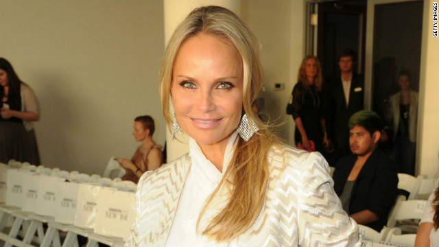 Kristin Chenoweth explains set injury