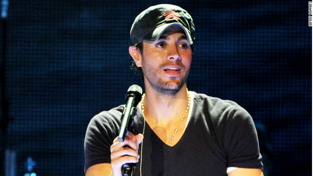 Enrique Iglesias performs at The Staples Center on August 16, 2012 in Los Angeles, California. 